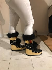 Pair of gold-and-black fur-lined snow boots Toronto, M5S 2H4