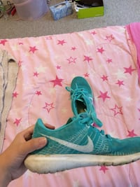 pair of teal Nike running shoes Reading, 19606