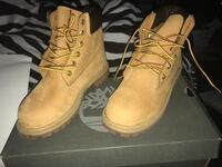 3y timberlands in new condition worn once no flaws at all and waterproofed