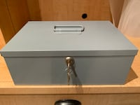 Money box - heavy durable metal with change drawer Dundas, L9H 7T3