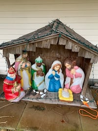Christmas lights, nativity scene with hut. Manchester, 03102