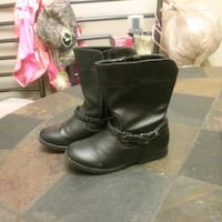 pair of black leather boots Lakeland, 33812
