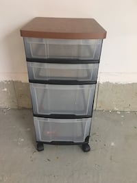 4 Plastic drawers with wheels