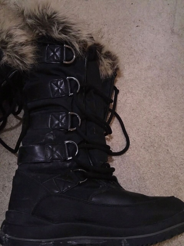 GUESS black lace-up winter boot