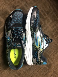 Size 12 MENS Sketchers Performance sneakers, never worn outside! Surrey, V3T