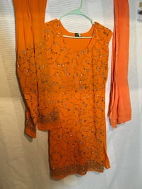 orange and black scoop neck long sleeve shirt Springfield, 22150