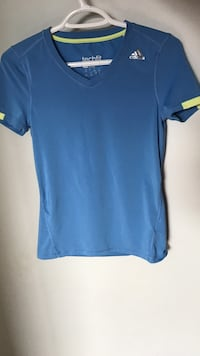 blue crew-neck t-shirt