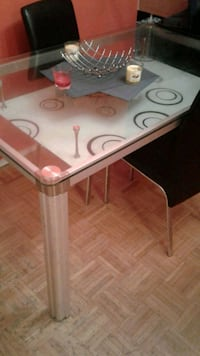Glass dining table with chairs Toronto, M1M 1P3