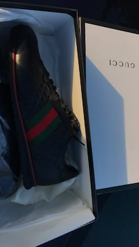 unpaired black Gucci low-top sneaker with box