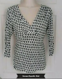 BANANA REPUBLIC- SOFT BLACK WHITE 3/4 SLEEVE TOP-Medium Toronto, M6B 2A2