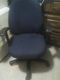 Good working office chair North Saanich, V8L 3Z5