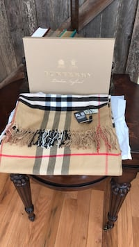 burberry  shawl scarf 100% cashmere 100% authentic Olney