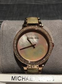 Michael Kors Pink Mother of Pearl 560 km