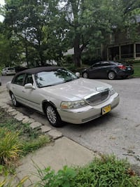 2004  Lincoln  Town Car Signature Lawrence