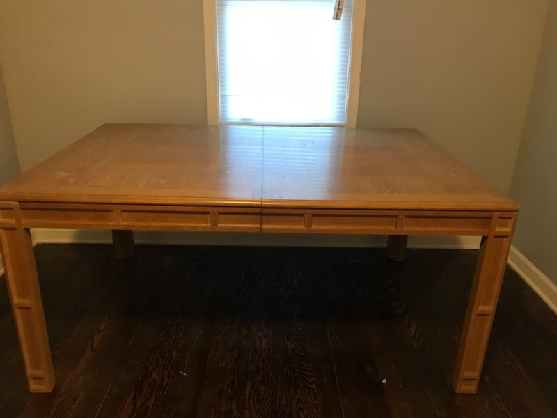 Dining Room Table with leaf, 6 chairs 4f1801d2-c82f-4371-a2e4-b9ffd8f42ae0