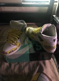 Pair of gray-and-pink nike basketball shoes Miami Gardens, 33056