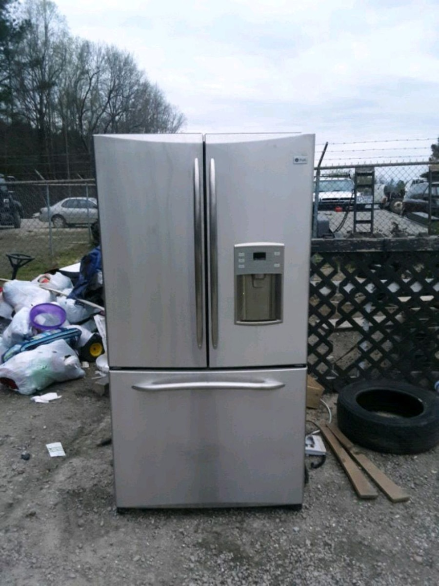 Photo General Electric GE Profile French door refrigerator