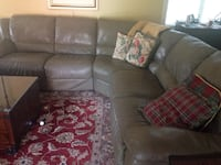 Sectional sofa leather great condition 3723 km