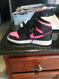 Jordan shoes size 6 youth in good condition  Lancaster, 93535