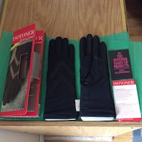 Isotoner lined gloves fit sizes 6-8 Fiskdale, 01518