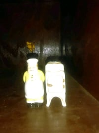 Collectible ceramic salt and pepper shakers Waco, 76705
