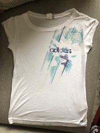 Adidas White scoop neck cap sleeve shirt size medium  Montréal, H3H