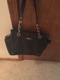 Like new black purse w chain straps. Lots of pockets Springfield, 65804