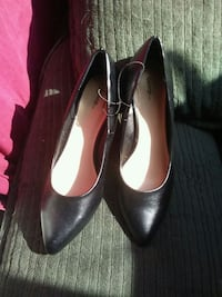 pair of black leather pointed-toe heeled shoes Winnipeg, R2J 0E5