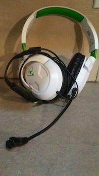 Corded headphones with mic Edmonton, T6E 1Y8