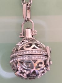 Silver locket with Chain. Great for keepsake  Aldie, 20105