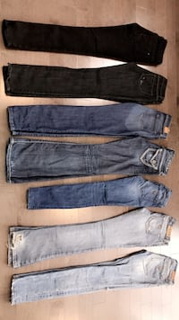 7 Pairs of Designer GUESS Jeans (Women's). Newmarket, L3X 2N5