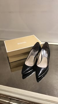 Michael kors size 7 pumps Vaughan, L4K 5G8