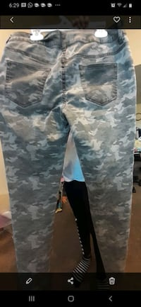 Maurices camo size M