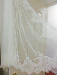 New never worn with tags wedding veil custom from LA Surrey, V3W 3R8