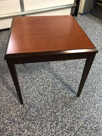 End table Vaughan, L4K 4X2