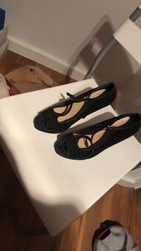 black-and-white leather pointed-toe pumps 541 km