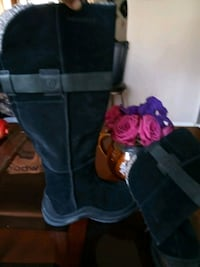 MERELL SUEDE BOOTS. Size 5 34 mi