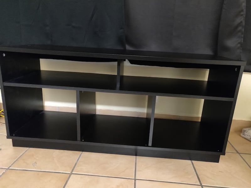 Living room tv stand c2a5bc9d-07ea-4d8c-8369-623413dafed4