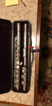 Stainless steel flute with case yahama y211 Thousand Oaks, 91320