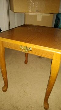 Wooden end table Elkton, 21921