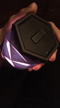 Colour changing Bluetooth speaker  Saskatoon, S7L 0V9