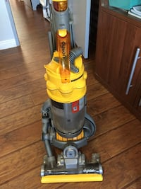 Dyson upright vacuum cleaner dc15