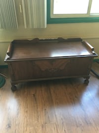 Brown cedar chest in good condition chest is a caliber Livonia, 48152