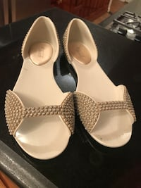 It Beach says size 4 but actually size 5/6 plastic cute shinny sandals New York, 10128