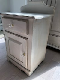 White antiqued side table Toronto, M5A 1B4