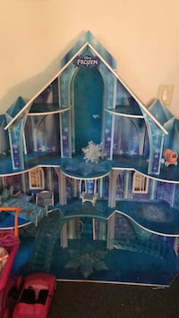Frozen castle with all the pieces. My daughter doesn't play with it and it's taking up space.  Newburgh, 12550