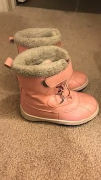 Toddler boots size 8 Toronto, M1W 2H8