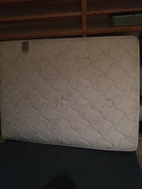 Queen Mattress barely used Arlington, 22206