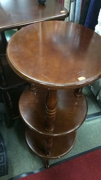 round brown wooden pedestal table Toronto, M9W 4M1