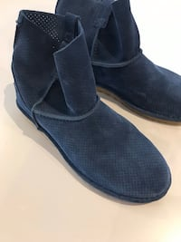 New Ugg spring boot size 9 Toronto, M6G 3T1